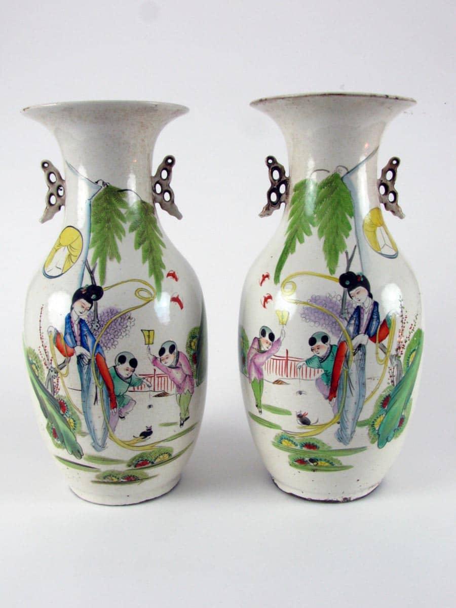 Coppia di vasi con figure porcellane cinesi antiche for Vasi cinesi antichi antiquariato