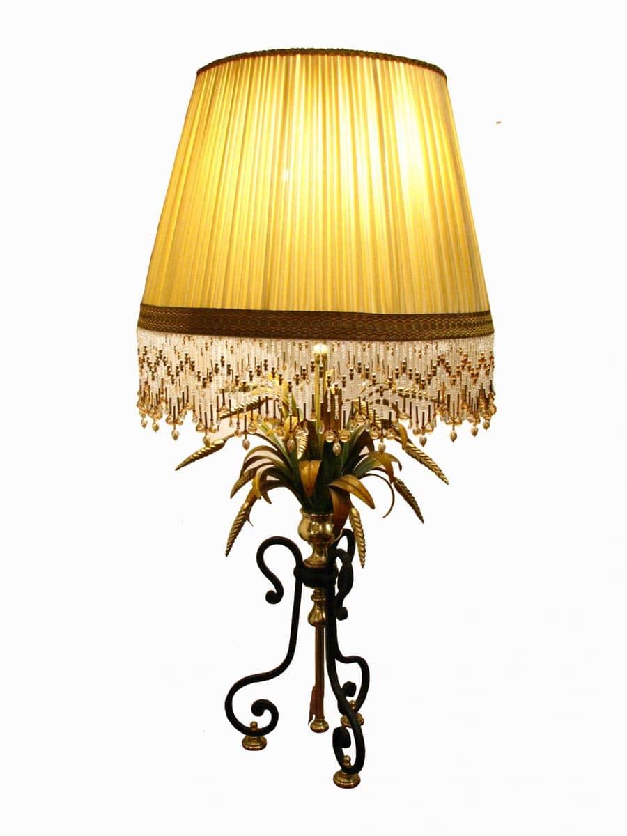 Lampada da salotto in ferro battuto e ottone for Lampada salotto