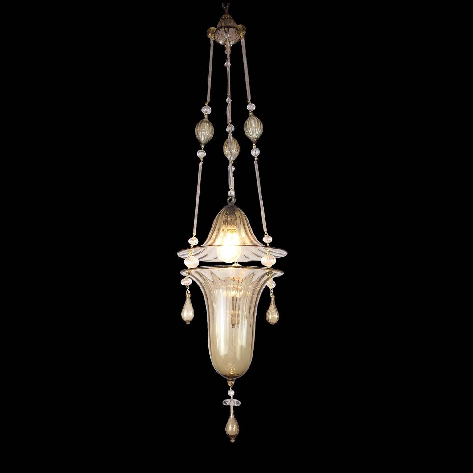 Lampadario in vetro di murano color visone chiaro ad una for Lampadario vetro murano moderni