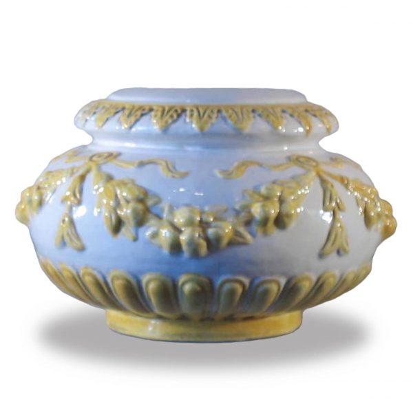 Ceramic table lamp.