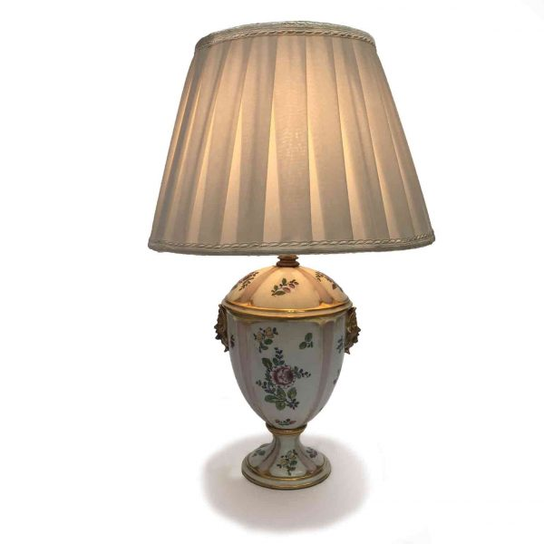 Porcelain table lamp.