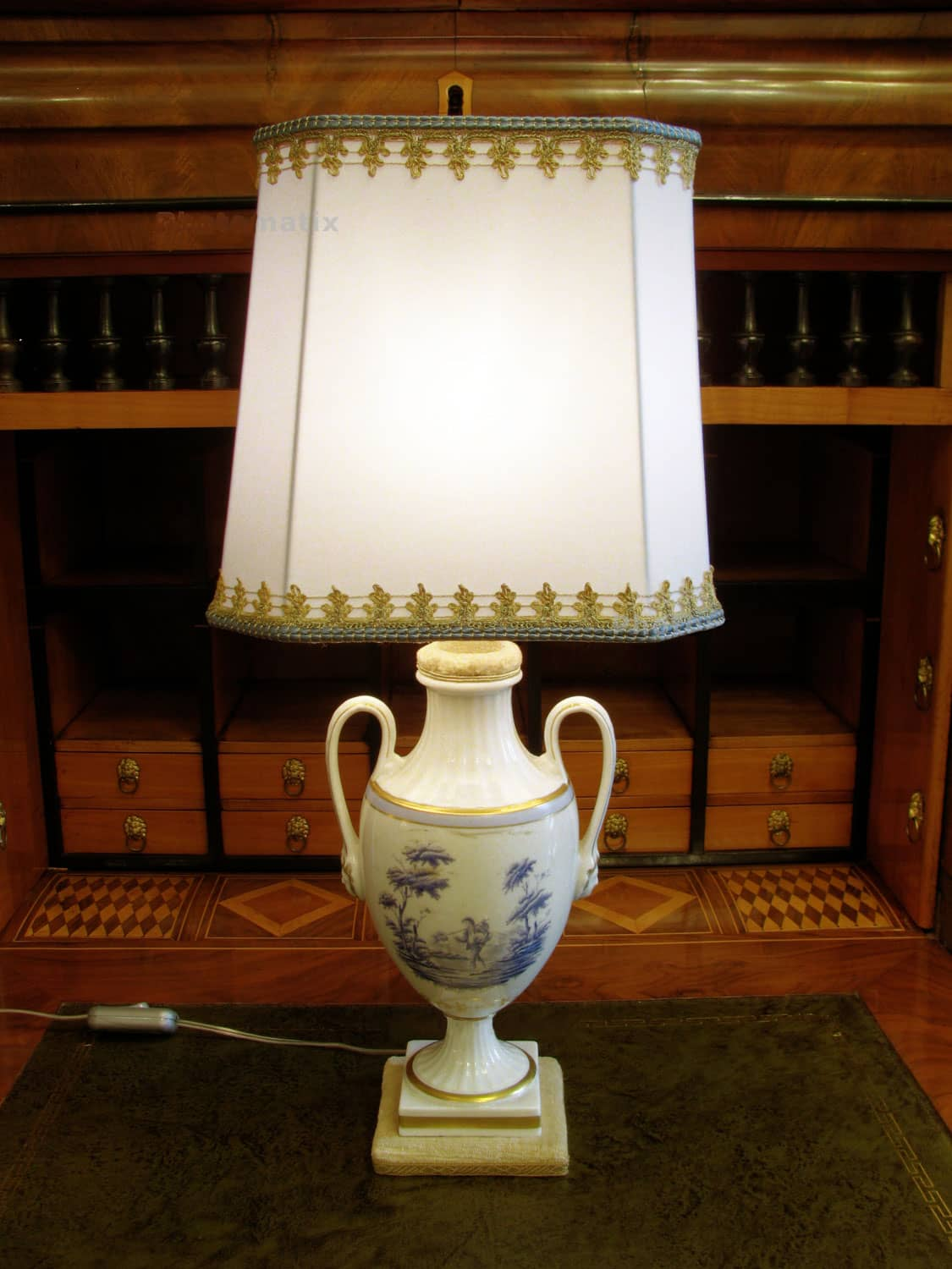 Italian Porcelain Table Lamp around 1950 s - Ghilli Antiques in Milano