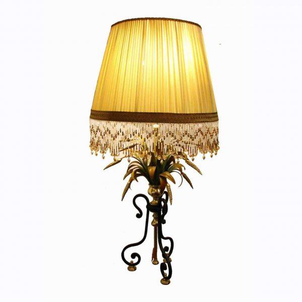 Lampada da salotto in ferro battuto e ottone