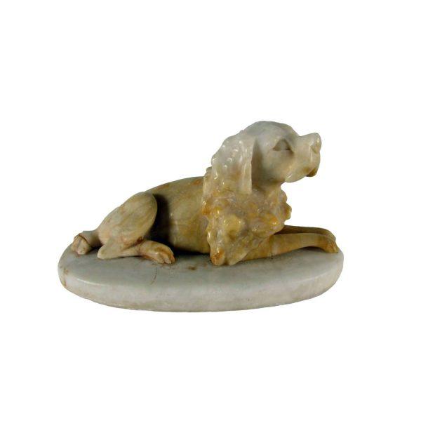 Cane da caccia in alabastro