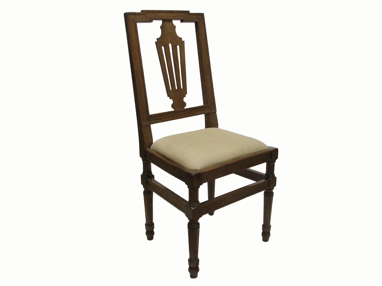 Quattro sedie antiche in noce biondo con sedile imbottito for Sedie in regalo