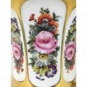 Coppia di Vasi Medicei in Porcellana