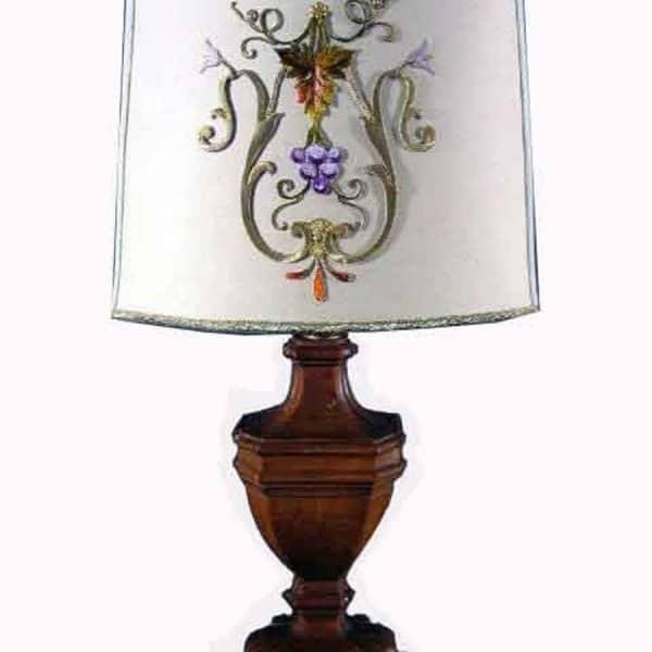 Coppia lampade legno con paralume.