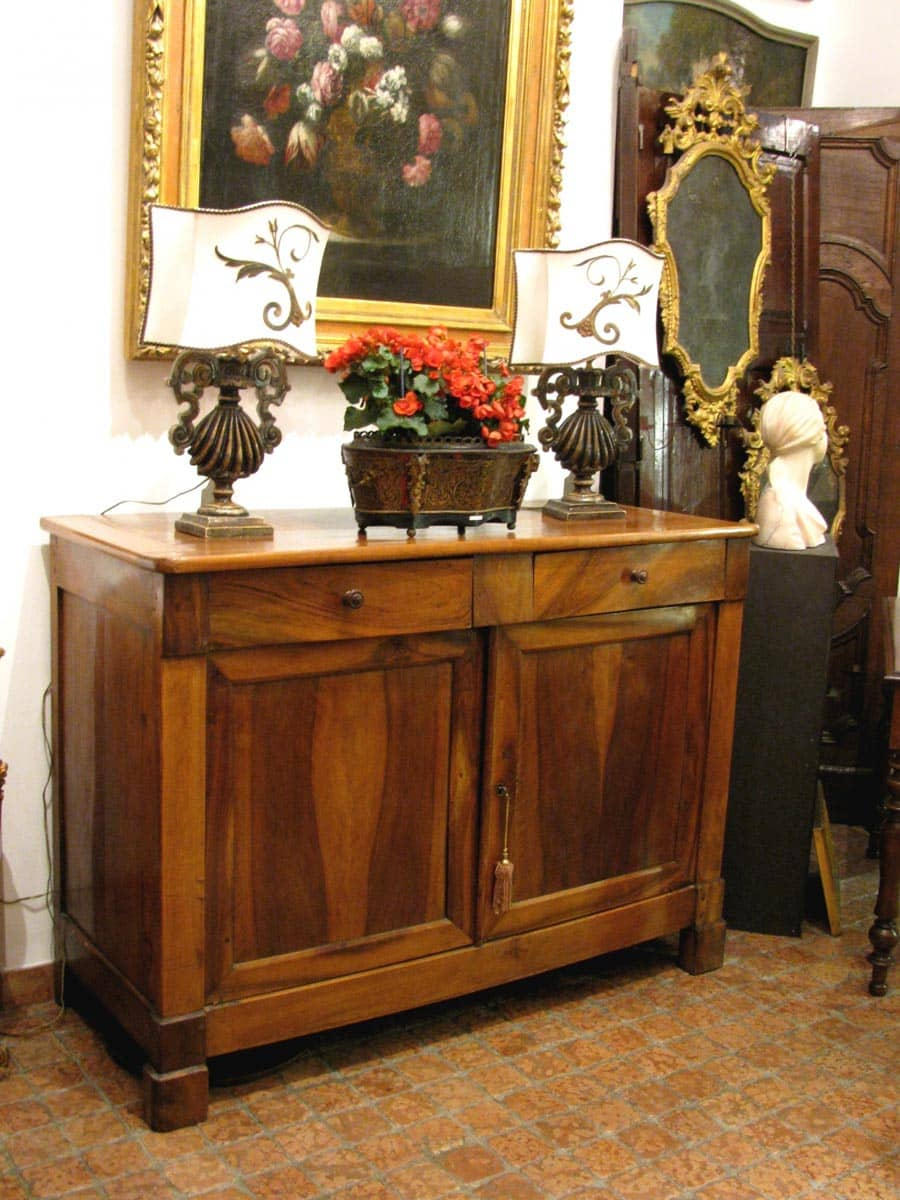 Mid 19th century Italian walnut sideboard - Ghilli Antiques in Milano