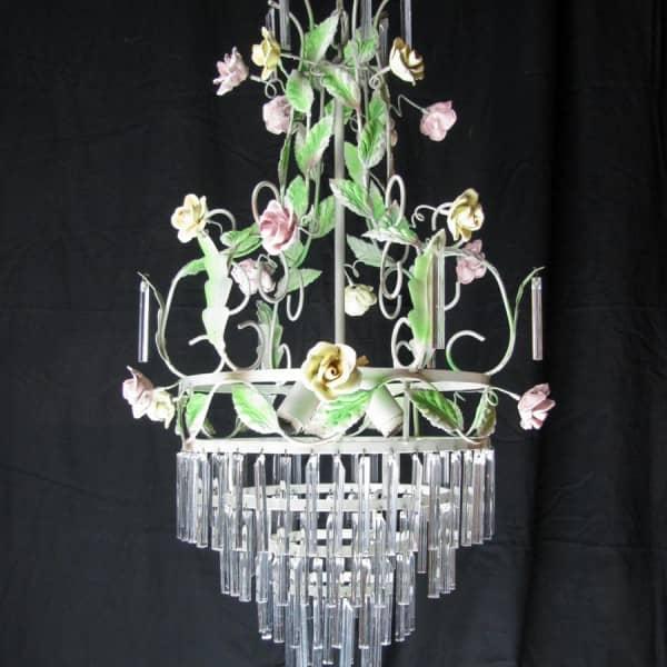 Lampadario in ferro laccato con roselline e cristalli a 3 luci
