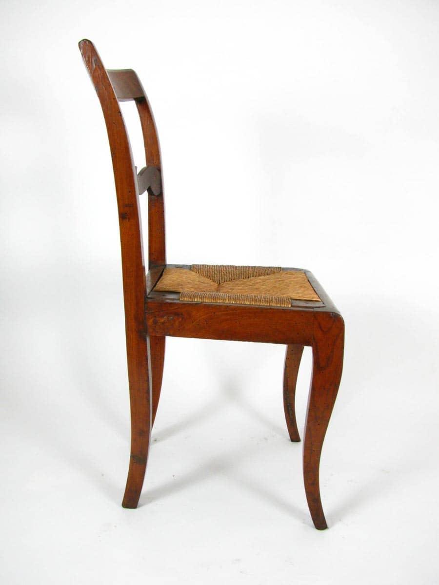 Sedia Antica In Noce Con Sedile Impagliato In Buono Stato
