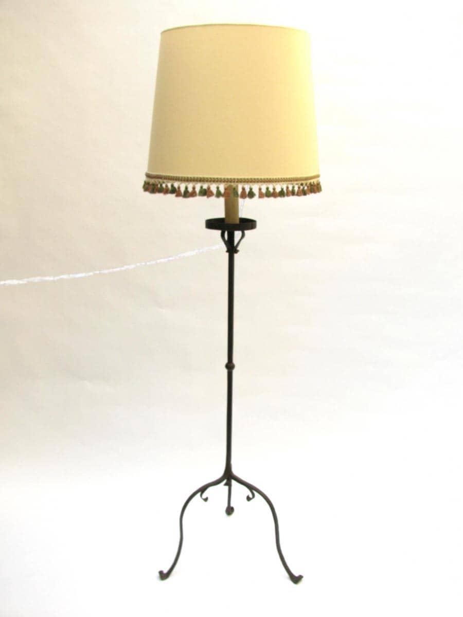 Lampada da terra in ferro battuto 1800 for Lampada da terra bambini