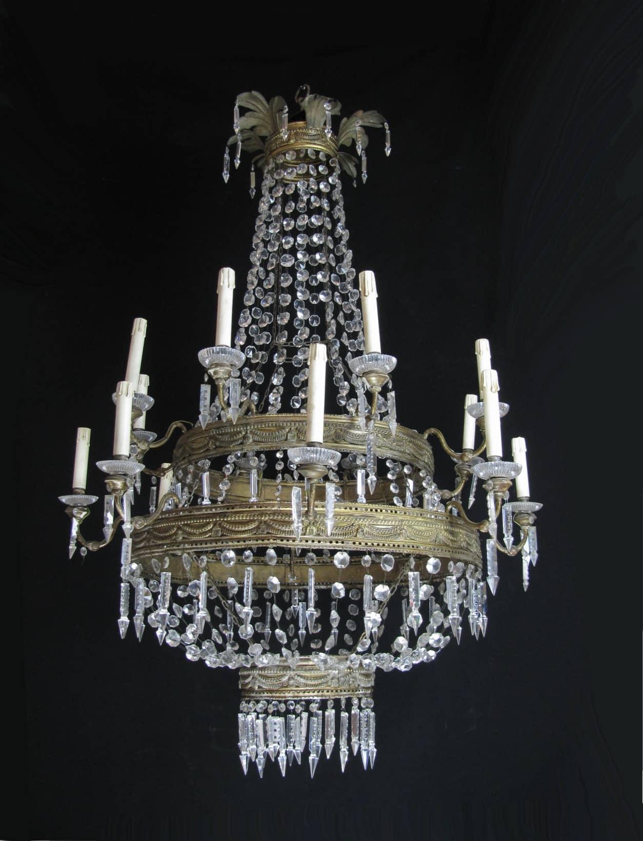 Lampadario antico in cristallo di bohemia for Lampadari circolari