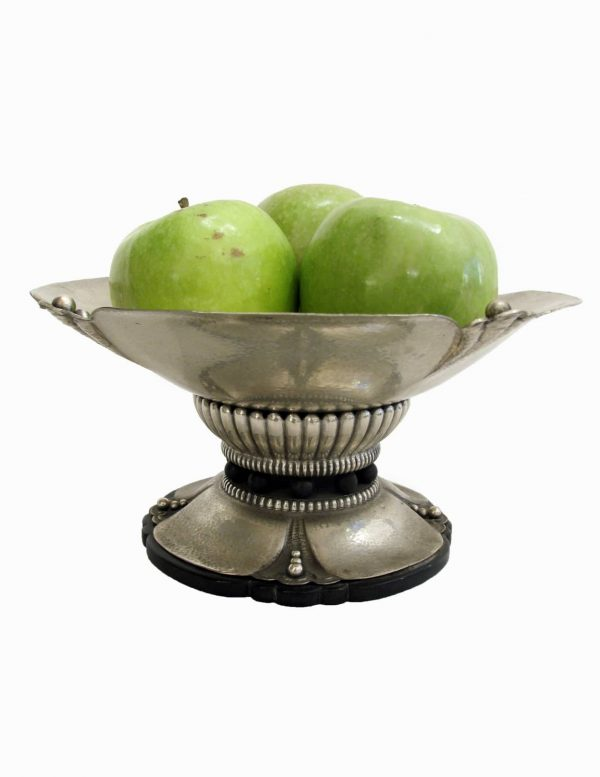 Fruttiera in argento sbalzato