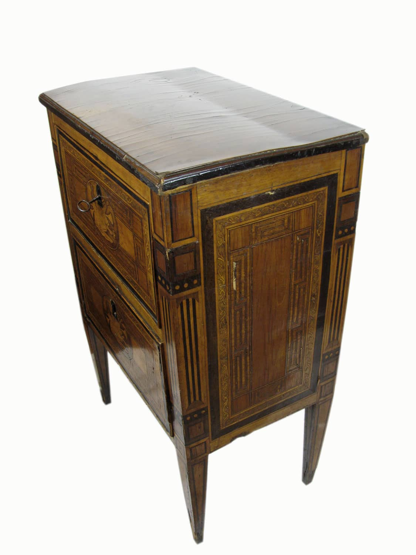 Comodino lastronato luigi xvi con due cassetti da rivedere for Regalo mobili antichi