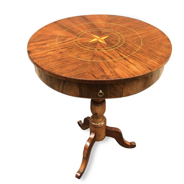 19th century Italian walnut inlaid round table