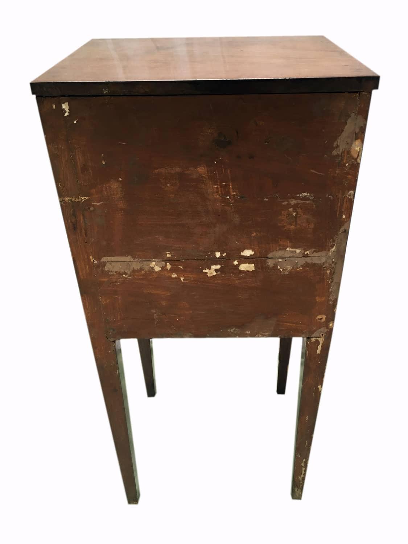 Comodino in noce luigi xvi in buono stato di conservazione for Regalo mobili antichi