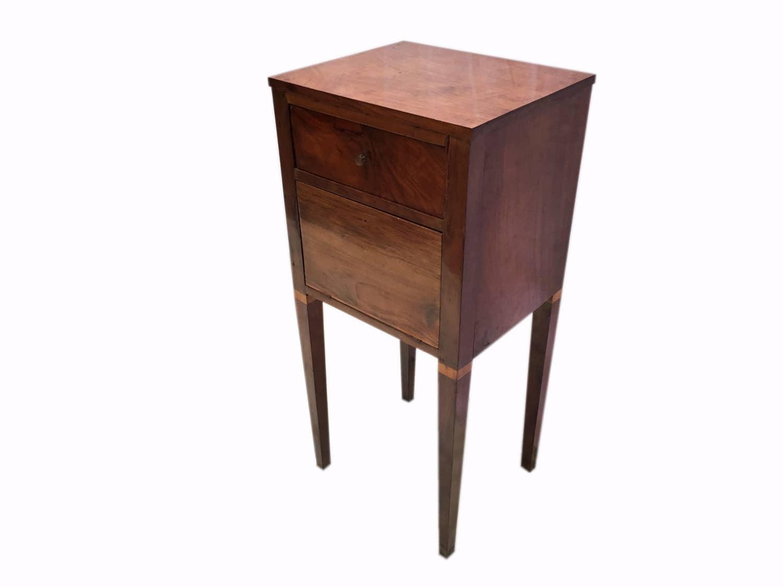 Comodino in noce luigi xvi in buono stato di conservazione for Regalo mobili milano