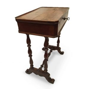 Tavolino antico in noce con cassetto