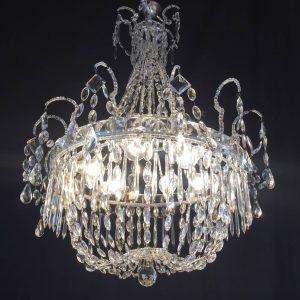 lampadario antico in cristallo
