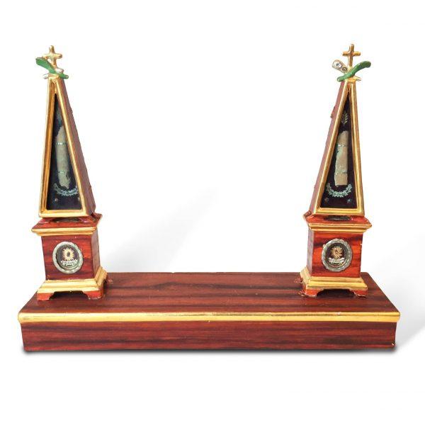 Reliquiario con Obelischi