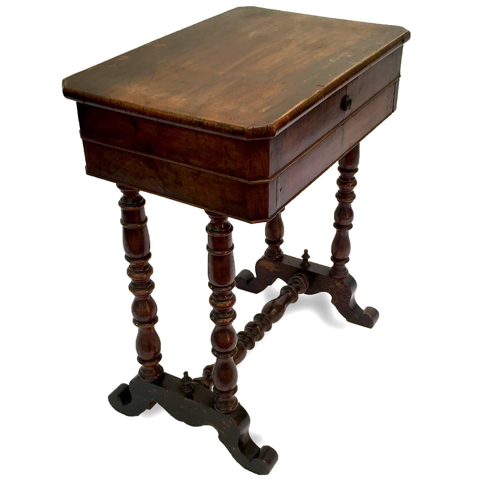 Tavolino da lavoro in noce del 1800 in buono stato for Mobili antichi 1800