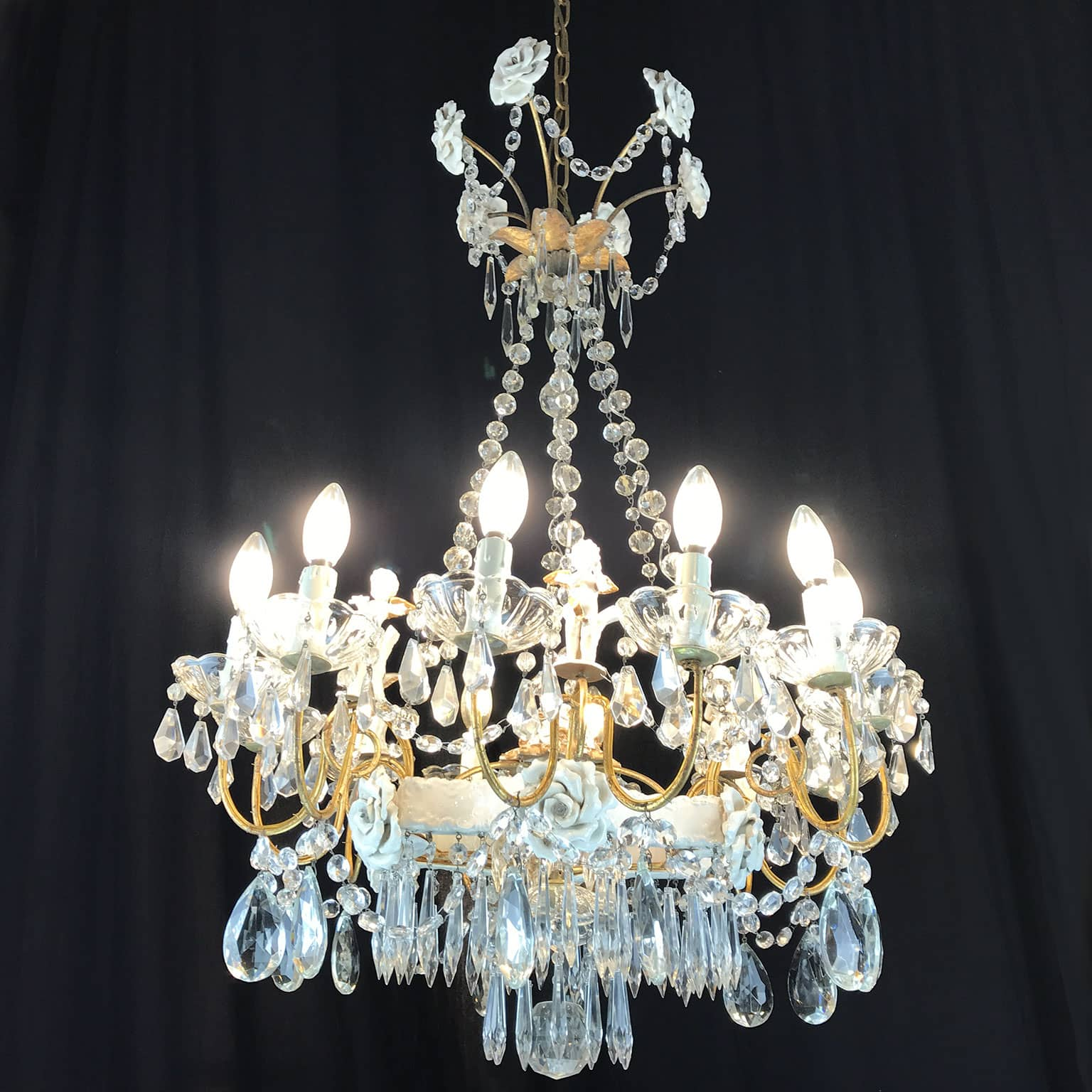 20th Century Italian Chandelier With Capodimonte Porcelain Putti And Rose Petals