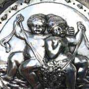 Piatto-In-Argento-con-Bambini-e-Grottesche-1800-b