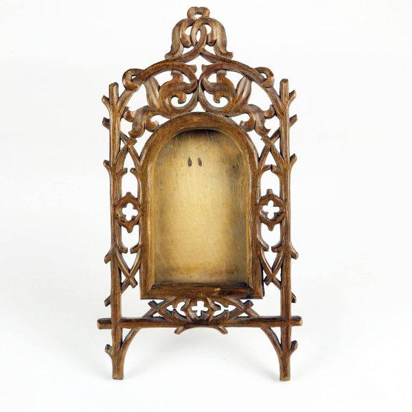 Una Cornice Portafoto da Tavolo Neogotica