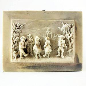 Scena Agreste Bassorilievo su Concrezione Calcarea Francese della fine 1800