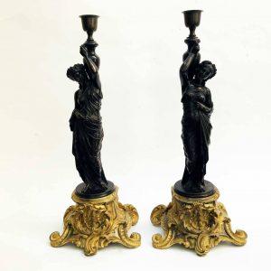 Coppia di Vestali in Bronzo con Basi Dorate