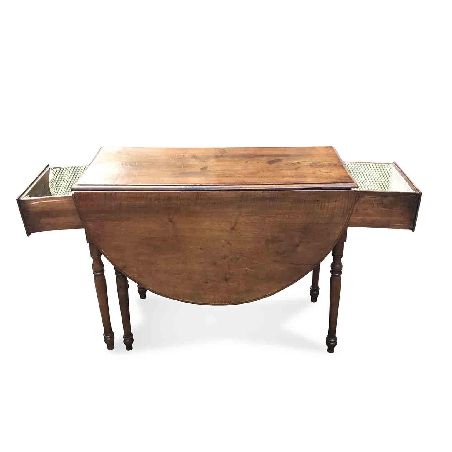 Tavolo antico in noce a bandelle in buono stato di conservazione