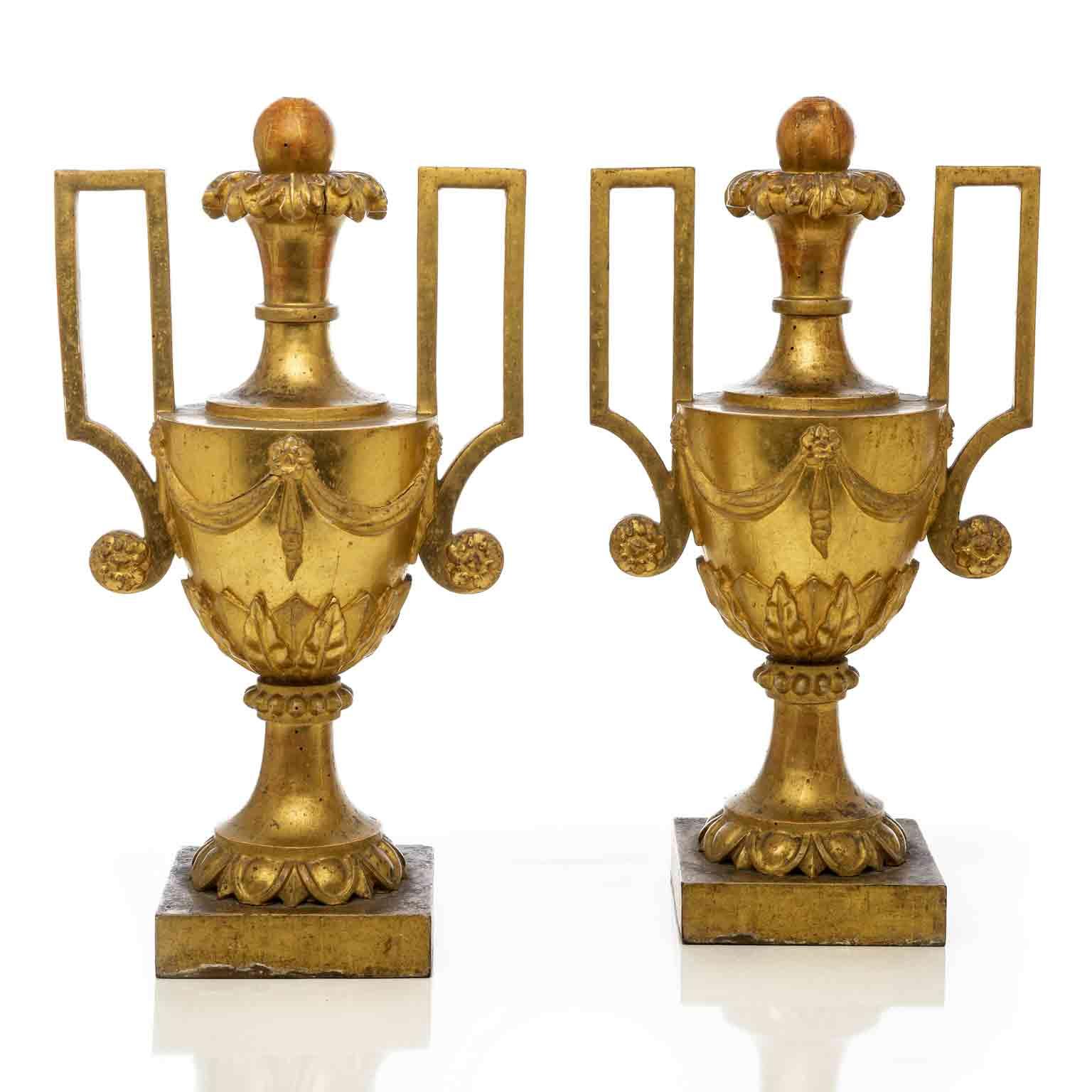 coppia-grandi-vasi-manici-dorati-impero