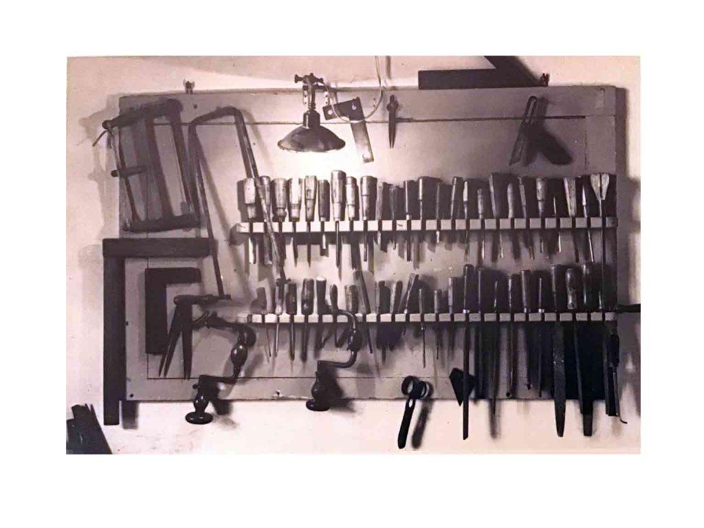 attrezzi restauro mobili antichi