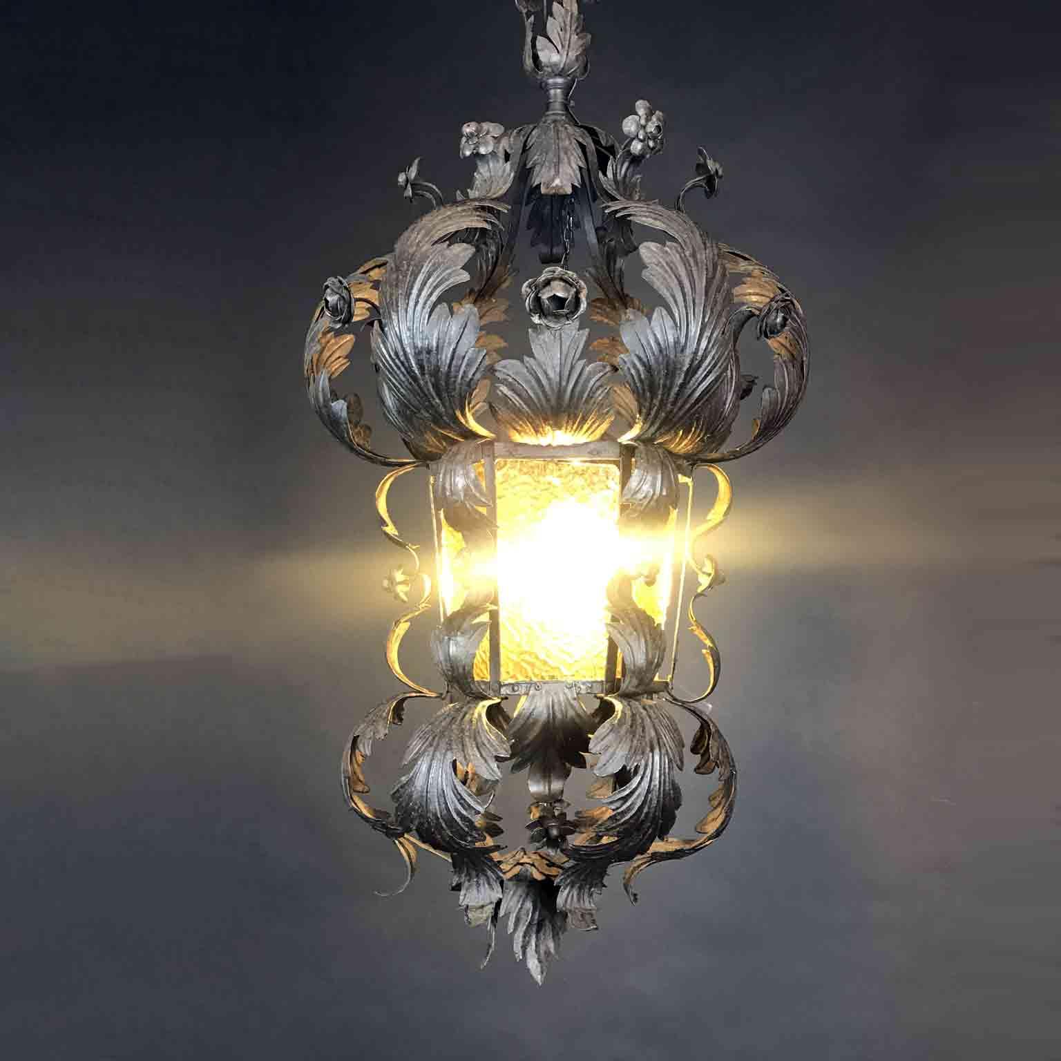 lanterna in ferro sbalzato