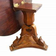 tavolo tondo antico a vela impiallacciato in noce della fine del 1800 c