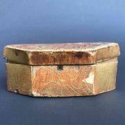 scatola-antica-dorata-e-bulinata-d
