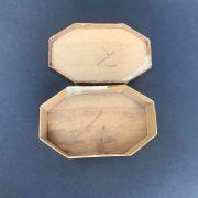 scatola-dorata-e-decorata-r