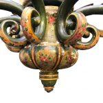 grande lampadario in legno verde con decori c
