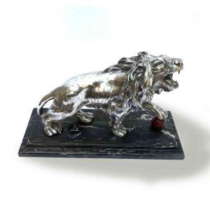 michele fabris leone in terracotta argentata