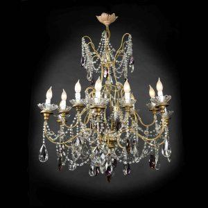 grande-lampadario-antico-dorato-con-cristalli a