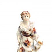 statuina di donna in porcellana e