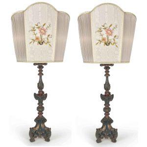 coppia di lampade da salotto con ventole ricamate.jpg