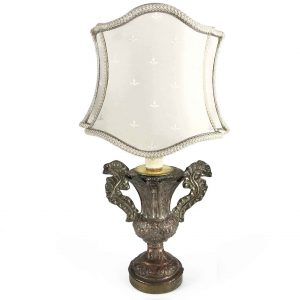 lampada antica del 1700 con paralume a ventola sagomata