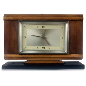 orologio da tavolo con quadrante argentato