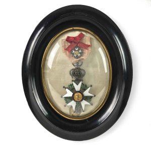 decorazione napoleonica entro cornice ovale