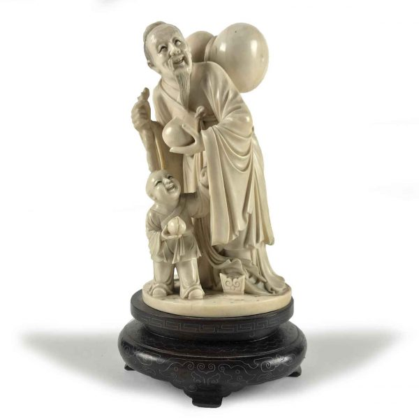 Chinese Carved Ivory Group Old Man and Child Figures Pechino 1940 circa