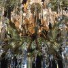 grande-lampadario-da-salone-dorato-con-cristalli-1800-a-36-fiamme-g